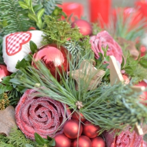 Weihnachtsgesteck rote rose